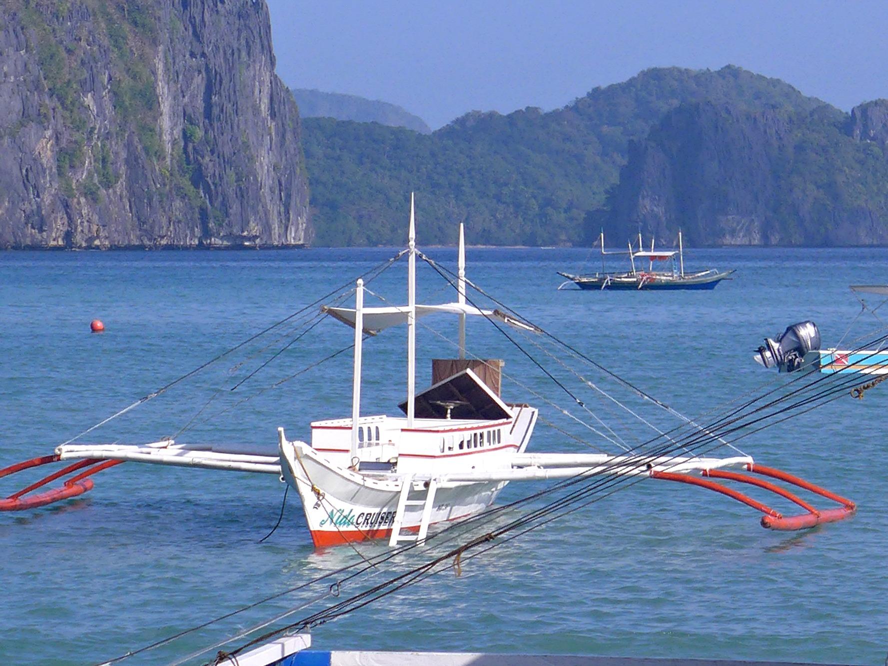 El Nido shore; El Nido island hopping; El Nido package tour; What to do in El Nido, Philippines