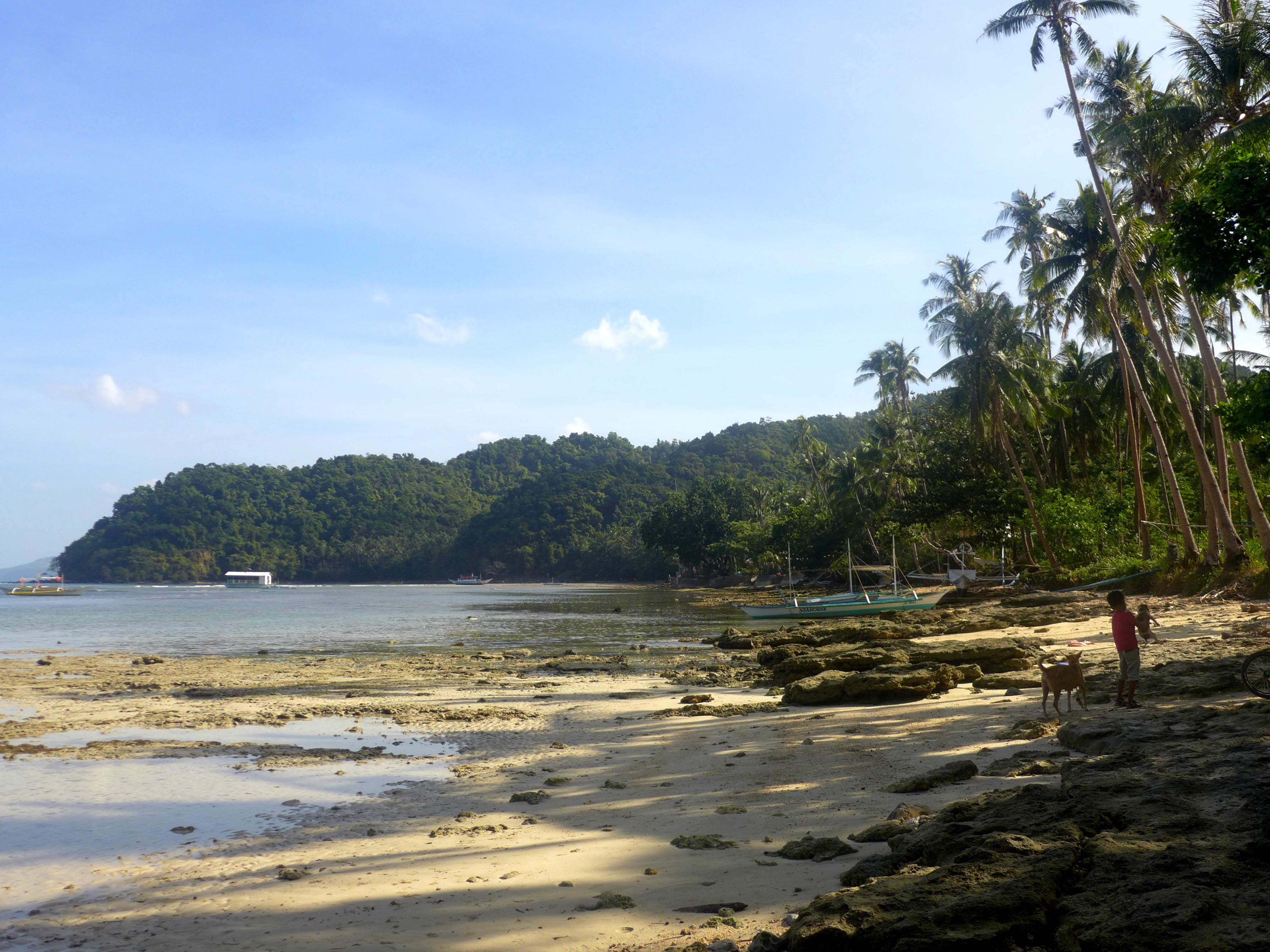 El Nido shore; El Nido island hopping; El Nido package tour; What to do in El Nido, Philippines; El Nido travel itinerary