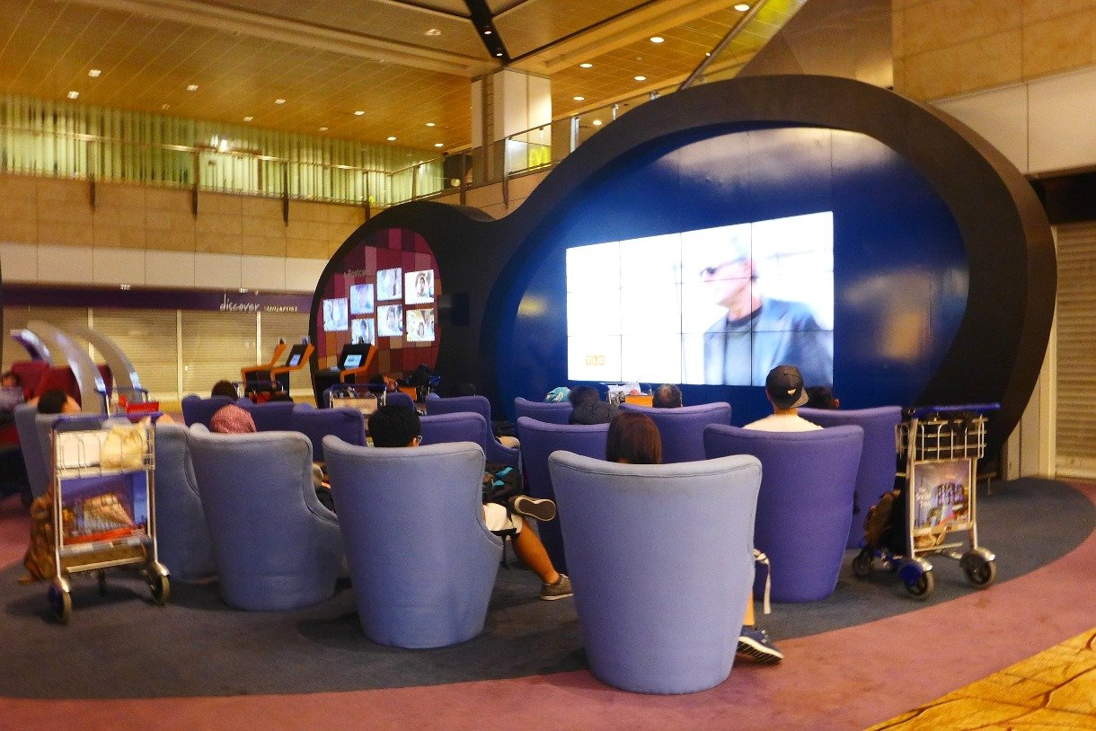 What to do in Singapore; Changi Airport Layover; Singapore Changi Airport Terminal 2; Sleeping in airports